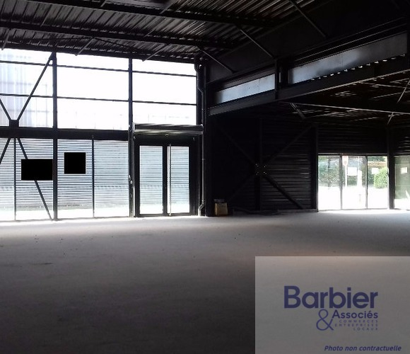 Location Local commercial 330m² Vannes (56000) - photo