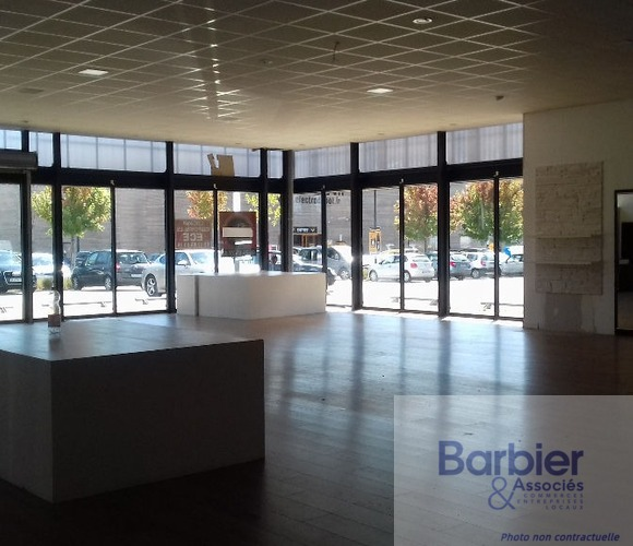 Location Local commercial 680m² Vannes (56000) - photo
