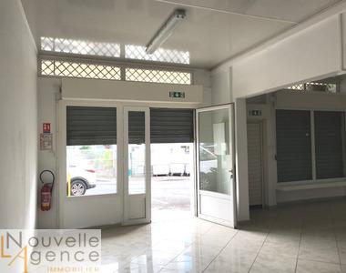 Location Local commercial 110m² Sainte-Clotilde (97490) - photo