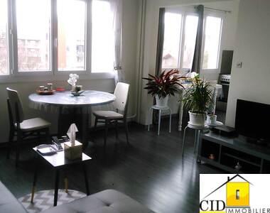 Location Appartement 1 pièce 32m² Saint-Priest (69800) - photo