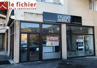 Location Local commercial 1 pièce 74m² Claix (38640) - Photo 1
