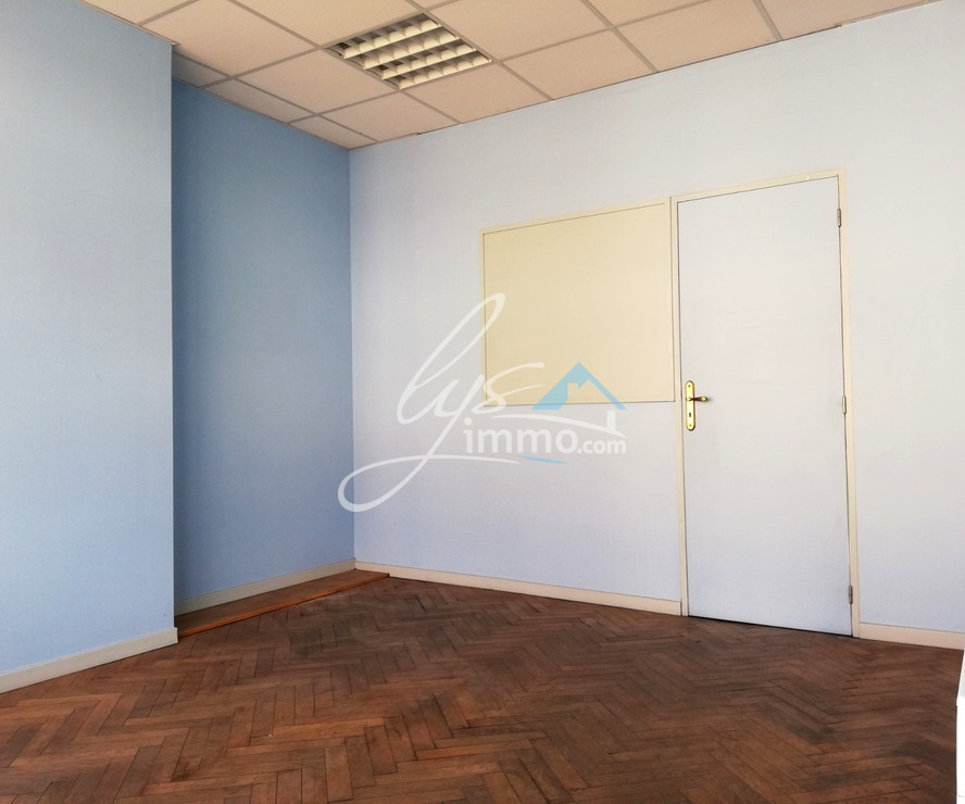 Location Local commercial Merville (59660) - photo