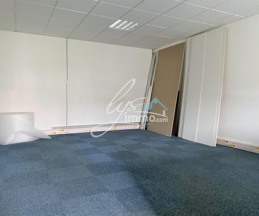 Location Bureaux 6 pièces 67m² Nieppe (59850) - photo